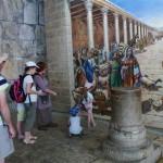 השוק והקרדו בעיר העתיקה עם ילדים